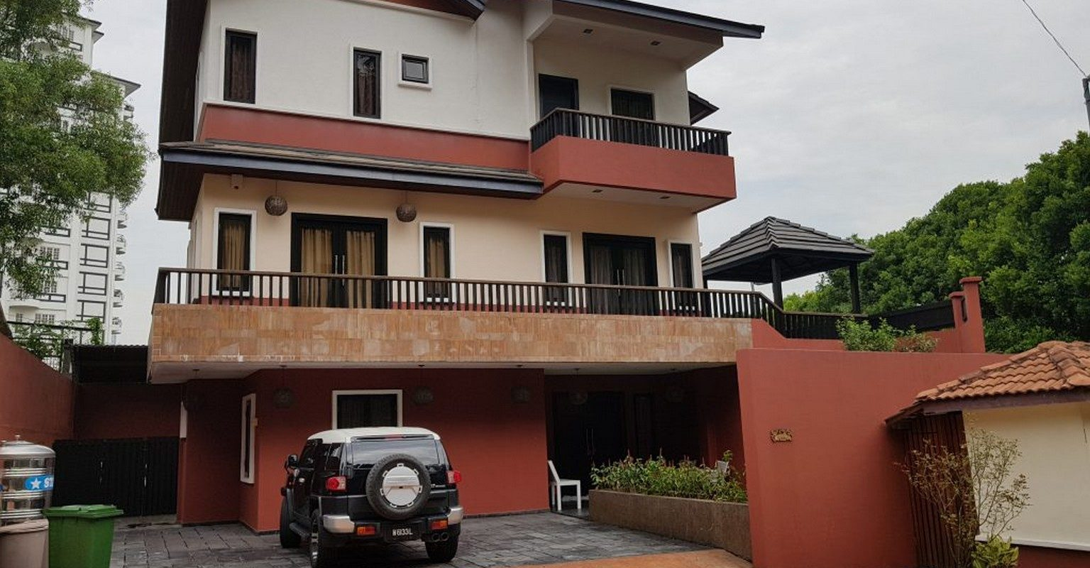 GATED BUNGALOW,  ROBSON HEIGHTS